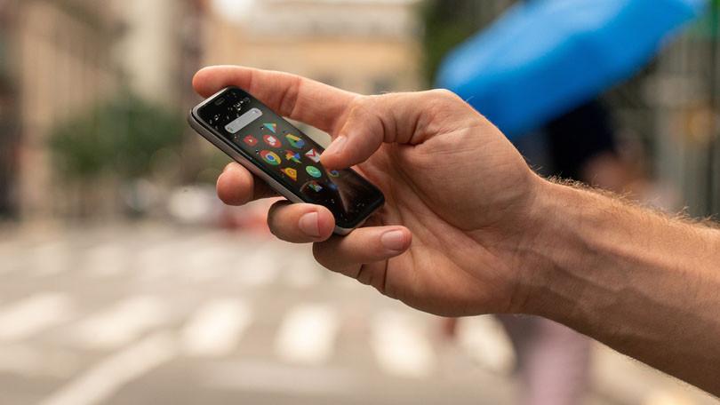 Palm ha vuelto al mercado con un mini smartphone